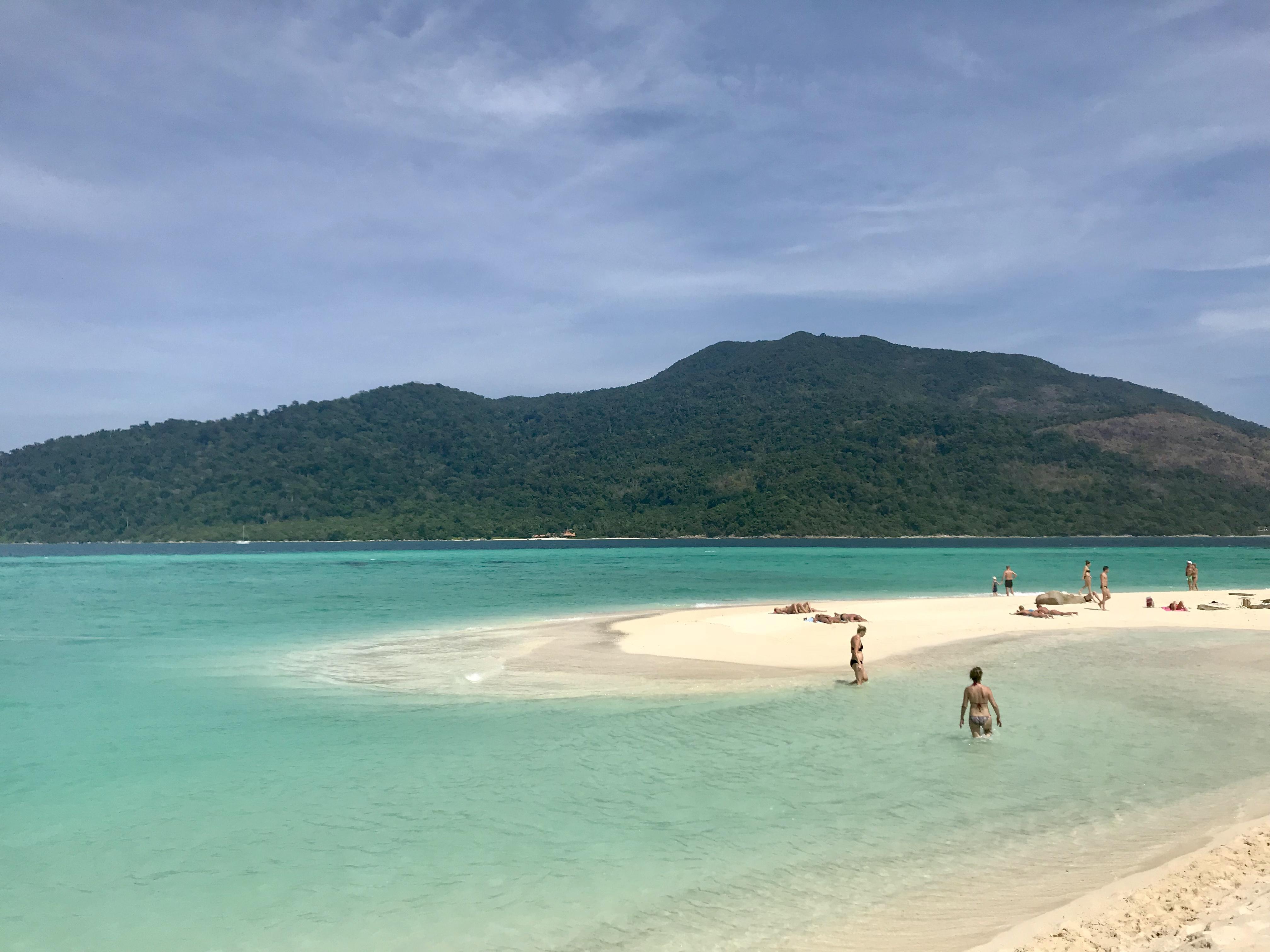 Stranden nedanför Mountain Resort på Koh Lipe.